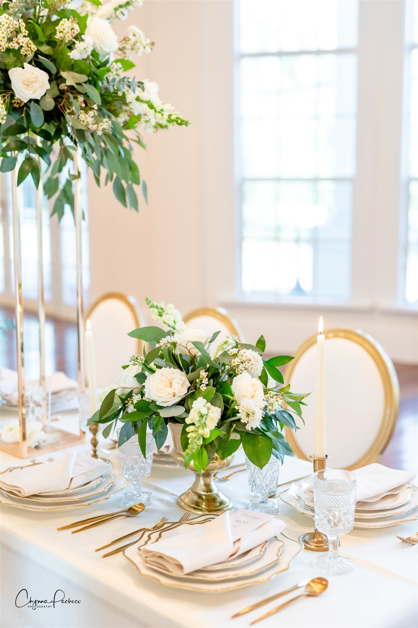 a beautiful reception table designed by an Orlando wedding planner